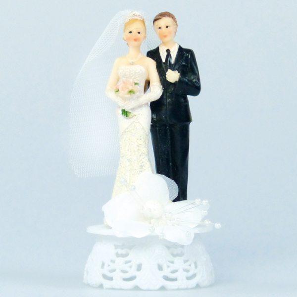 Brautpaar klassisch auf Sockel