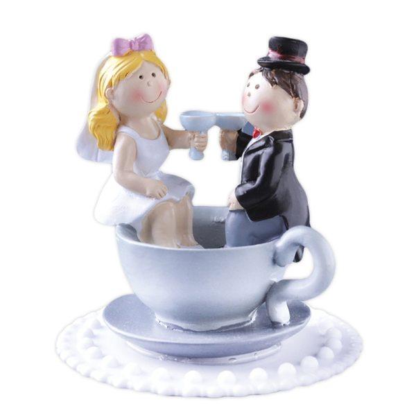 Brautpaar mit Kaffeetasse